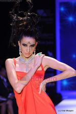 Model walks the ramp for Johara by Divya Ahuja show at IIJW 2011 Day 2 in Grand Hyatt on 1st Aug 2011 (71).JPG