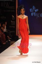 Model walks the ramp for Johara by Divya Ahuja show at IIJW 2011 Day 2 in Grand Hyatt on 1st Aug 2011 (84).JPG