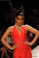 Model walks the ramp for Johara by Divya Ahuja show at IIJW 2011 Day 2 in Grand Hyatt on 1st Aug 2011 (88).JPG
