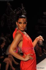 Model walks the ramp for Johara by Divya Ahuja show at IIJW 2011 Day 2 in Grand Hyatt on 1st Aug 2011 (90).JPG
