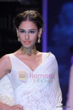 Model walks the ramp for Kays Jewels show at IIJW 2011 Day 2 in Grand Hyatt on 1st Aug 2011 (10).JPG