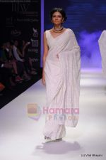 Model walks the ramp for Kays Jewels show at IIJW 2011 Day 2 in Grand Hyatt on 1st Aug 2011 (11).JPG