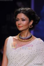 Model walks the ramp for Kays Jewels show at IIJW 2011 Day 2 in Grand Hyatt on 1st Aug 2011 (12).JPG