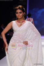 Model walks the ramp for Kays Jewels show at IIJW 2011 Day 2 in Grand Hyatt on 1st Aug 2011 (13).JPG