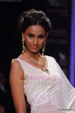 Model walks the ramp for Kays Jewels show at IIJW 2011 Day 2 in Grand Hyatt on 1st Aug 2011 (18).JPG