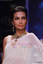 Model walks the ramp for Kays Jewels show at IIJW 2011 Day 2 in Grand Hyatt on 1st Aug 2011 (20).JPG