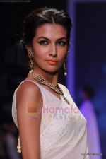 Model walks the ramp for Kays Jewels show at IIJW 2011 Day 2 in Grand Hyatt on 1st Aug 2011 (23).JPG