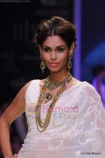 Model walks the ramp for Kays Jewels show at IIJW 2011 Day 2 in Grand Hyatt on 1st Aug 2011 (24).JPG