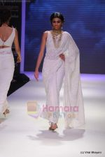 Model walks the ramp for Kays Jewels show at IIJW 2011 Day 2 in Grand Hyatt on 1st Aug 2011 (26).JPG