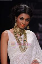 Model walks the ramp for Kays Jewels show at IIJW 2011 Day 2 in Grand Hyatt on 1st Aug 2011 (28).JPG