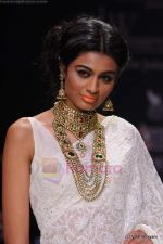 Model walks the ramp for Kays Jewels show at IIJW 2011 Day 2 in Grand Hyatt on 1st Aug 2011 (29).JPG