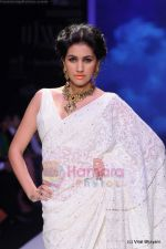 Model walks the ramp for Kays Jewels show at IIJW 2011 Day 2 in Grand Hyatt on 1st Aug 2011 (3).JPG