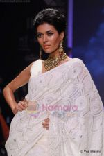 Model walks the ramp for Kays Jewels show at IIJW 2011 Day 2 in Grand Hyatt on 1st Aug 2011 (31).JPG