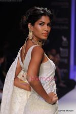 Model walks the ramp for Kays Jewels show at IIJW 2011 Day 2 in Grand Hyatt on 1st Aug 2011 (33).JPG