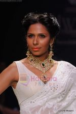 Model walks the ramp for Kays Jewels show at IIJW 2011 Day 2 in Grand Hyatt on 1st Aug 2011 (34).JPG