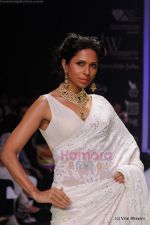 Model walks the ramp for Kays Jewels show at IIJW 2011 Day 2 in Grand Hyatt on 1st Aug 2011 (36).JPG