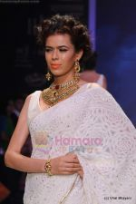 Model walks the ramp for Kays Jewels show at IIJW 2011 Day 2 in Grand Hyatt on 1st Aug 2011 (37).JPG