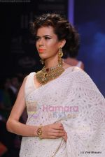 Model walks the ramp for Kays Jewels show at IIJW 2011 Day 2 in Grand Hyatt on 1st Aug 2011 (38).JPG