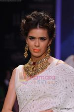 Model walks the ramp for Kays Jewels show at IIJW 2011 Day 2 in Grand Hyatt on 1st Aug 2011 (39).JPG