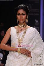 Model walks the ramp for Kays Jewels show at IIJW 2011 Day 2 in Grand Hyatt on 1st Aug 2011 (40).JPG