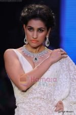 Model walks the ramp for Kays Jewels show at IIJW 2011 Day 2 in Grand Hyatt on 1st Aug 2011 (44).JPG