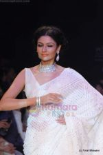 Model walks the ramp for Kays Jewels show at IIJW 2011 Day 2 in Grand Hyatt on 1st Aug 2011 (46).JPG
