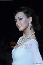 Model walks the ramp for Kays Jewels show at IIJW 2011 Day 2 in Grand Hyatt on 1st Aug 2011 (51).JPG
