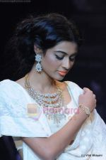 Model walks the ramp for Kays Jewels show at IIJW 2011 Day 2 in Grand Hyatt on 1st Aug 2011 (59).JPG