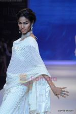 Model walks the ramp for Kays Jewels show at IIJW 2011 Day 2 in Grand Hyatt on 1st Aug 2011 (61).JPG