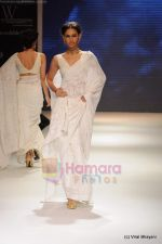 Model walks the ramp for Kays Jewels show at IIJW 2011 Day 2 in Grand Hyatt on 1st Aug 2011 (7).JPG