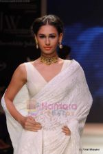 Model walks the ramp for Kays Jewels show at IIJW 2011 Day 2 in Grand Hyatt on 1st Aug 2011 (8).JPG