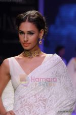 Model walks the ramp for Kays Jewels show at IIJW 2011 Day 2 in Grand Hyatt on 1st Aug 2011 (9).JPG