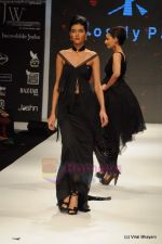 Model walks the ramp for Rosily Paul show at IIJW 2011 Day 2 in Grand Hyatt on 1st Aug 2011 (20).JPG