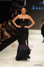 Model walks the ramp for Rosily Paul show at IIJW 2011 Day 2 in Grand Hyatt on 1st Aug 2011 (25).JPG