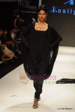 Model walks the ramp for Rosily Paul show at IIJW 2011 Day 2 in Grand Hyatt on 1st Aug 2011 (33).JPG