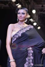 Model walks the ramp for Scintillating Jewellery show at IIJW 2011 Day 2 in Grand Hyatt on 1st Aug 2011 (55).JPG