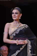 Model walks the ramp for Scintillating Jewellery show at IIJW 2011 Day 2 in Grand Hyatt on 1st Aug 2011 (61).JPG