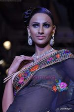 Model walks the ramp for Scintillating Jewellery show at IIJW 2011 Day 2 in Grand Hyatt on 1st Aug 2011 (63).JPG