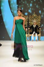 Parul Duggal at I AM She 2011 winner walks the ramp for Golecha Jewels at IIJW 2011 in Grand Hyatt, Mumbai on 1st Aug 2011 (46).JPG