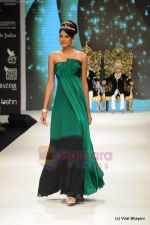 Parul Duggal at I AM She 2011 winner walks the ramp for Golecha Jewels at IIJW 2011 in Grand Hyatt, Mumbai on 1st Aug 2011 (48).JPG
