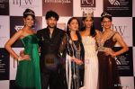 Vasuki Sunkavalli, Parul Duggal at I AM She 2011 winner walks the ramp for Golecha Jewels at IIJW 2011 in Grand Hyatt, Mumbai on 1st Aug 2011 (11).JPG