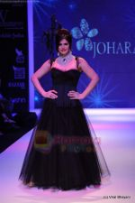 Zarine Khan walks the ramp for Johara by Divya Ahuja show at IIJW 2011 Day 2 in Grand Hyatt on 1st Aug 2011 (69).JPG