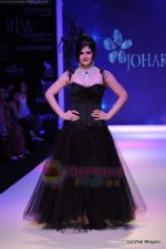 Zarine Khan walks the ramp for Johara by Divya Ahuja show at IIJW 2011 Day 2 in Grand Hyatt on 1st Aug 2011 (71).JPG