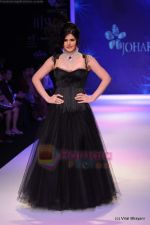 Zarine Khan walks the ramp for Johara by Divya Ahuja show at IIJW 2011 Day 2 in Grand Hyatt on 1st Aug 2011 (72).JPG