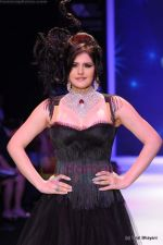 Zarine Khan walks the ramp for Johara by Divya Ahuja show at IIJW 2011 Day 2 in Grand Hyatt on 1st Aug 2011 (73).JPG