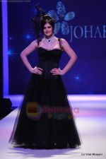 Zarine Khan walks the ramp for Johara by Divya Ahuja show at IIJW 2011 Day 2 in Grand Hyatt on 1st Aug 2011 (76).JPG