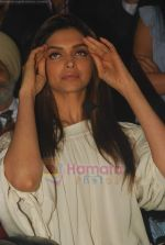Deepika Padukone at Aarakshan film promotions in Welingkar college on 2nd Aug 2011 (24).JPG