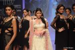 Feroze Gujral walks the ramp for Alpana Gujral show at IIJW 2011 Day 4 in Grand Hyatt on 3rd Aug 2011 (67).JPG