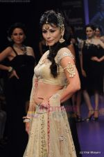 Feroze Gujral walks the ramp for Alpana Gujral show at IIJW 2011 Day 4 in Grand Hyatt on 3rd Aug 2011 (72).JPG