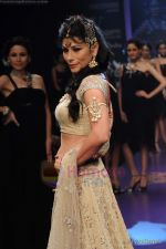 Feroze Gujral walks the ramp for Alpana Gujral show at IIJW 2011 Day 4 in Grand Hyatt on 3rd Aug 2011 (73).JPG